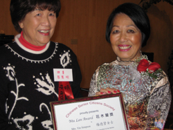 Ming Tchou, Co-President of CSCS presents award to Yin Simpson.  Photo by Pearl Bergad